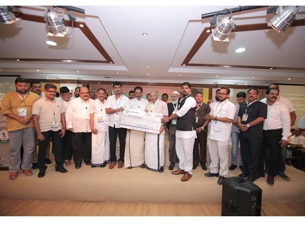 Dubai Kmcc Handover 25 Lakhs To Kerala Flood Relief