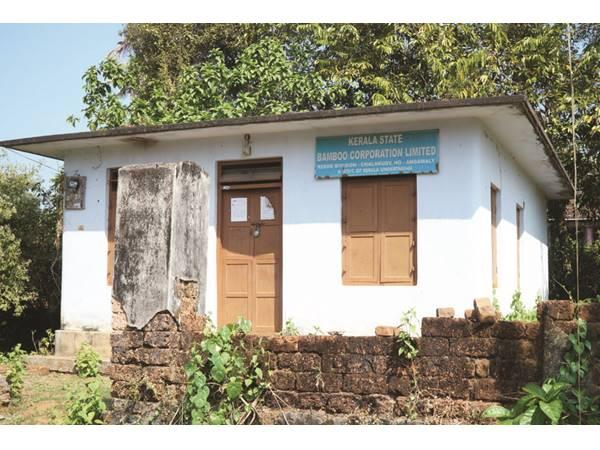 ഈറ്റ ലഭിക്കുന്നില്ലെന്ന് തൊഴിലാളികള്:  സംസ്ഥാന ബാംബൂ കോര്പ്പറേഷന് സബ്ബ് ഡിപ്പോ ഇനിയും തുറന്നില്ല
