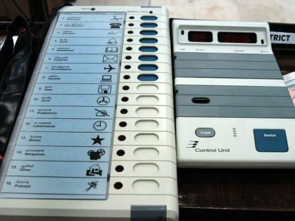 Us Cyber Security Expert Conducting Demo How Hack Indian Electronic Voting Machine