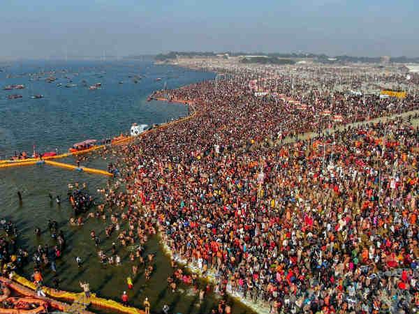 ഹർ ഹർ ഗംഗേ... ത്രിവേണി സംഗമത്തിൽ പുണ്യസ്നാനവുമായി വിശ്വാസികള്; കുംഭമേളയിൽ വിശ്വാസികളുടെ തിരക്ക്