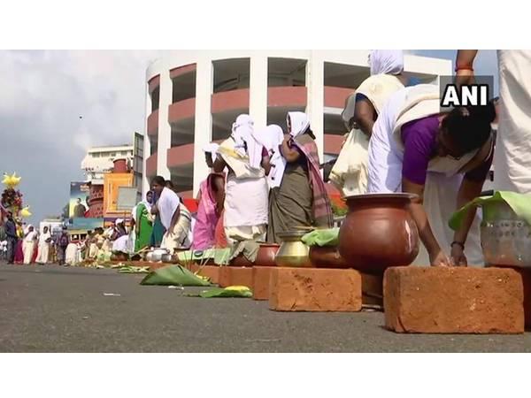 ആറ്റുകാല പൊങ്കാലയില് നഗരം യാഗശാലയായി: ക്ഷേത്രപരിസരത്ത് തുടങ്ങി നഗരാതിർത്തിയും കടന്ന് പൊങ്കാല