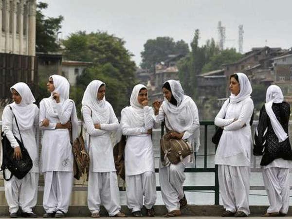 കശ്മീരി വിദ്യാര്ഥികള് ഭയത്തില്; സുരക്ഷ ഒരുക്കുമെന്ന് പോലീസ്, സഹായവുമായി ആക്ടിവിസ്റ്റുകള്