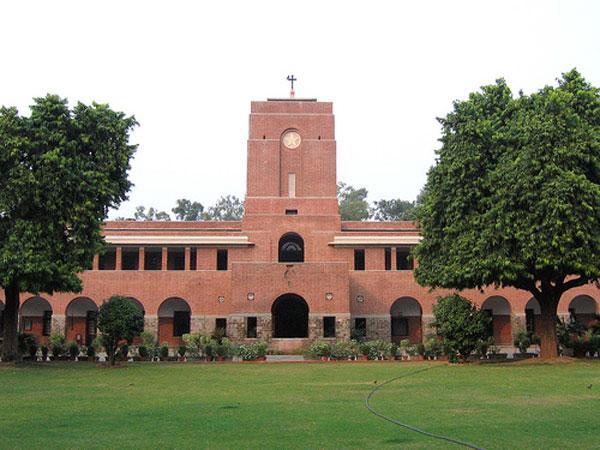 ദില്ലി യൂണിവേഴ്സിറ്റി പ്രവേശനത്തിന് കട്ട്  ഓഫ് 87 ശതമാനത്തിന് മുകളില്, കഴിഞ്ഞ പത്ത് വര്ഷത്തിനിടയില് ഏറ്റവും ഉയര്ന്ന കട്ട് ഓഫ്