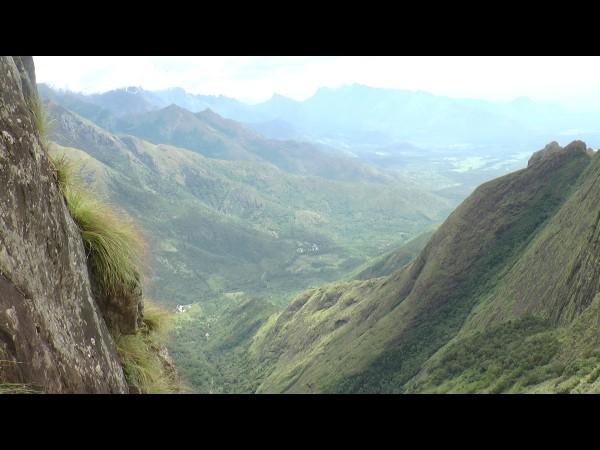 കാഴ്ചയുടെ വിരുന്നൊരുക്കി സിംഹപ്പാറ വ്യൂപ്പോയിന്റ്: തമിഴ്നാടിന്റെ ദൃശ്യമനോഹാരിതയും വിദൂര ദൃശ്യവും, സഞ്ചാരികളുടെ തിരക്ക്