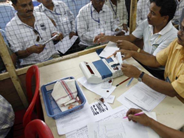 വോട്ടിങ്ങ് മെഷനില് വ്യാപക തകരാറ്; തിരഞ്ഞെടുപ്പ് കമ്മീഷന് 187 പരാതികളയച്ച് കോണ്ഗ്രസ്