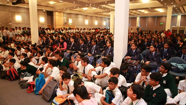 Sharjah International Book Fair 2019 Vikram Seth Interacts With Students