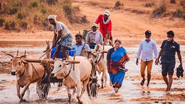 മാവോയിസത്തില് നിന്നും കോണ്ഗ്രസിലേക്ക്; സീതാക്കാക്ക ആദിവാസി ഗ്രാമത്തില് തിരക്കിലാണ്