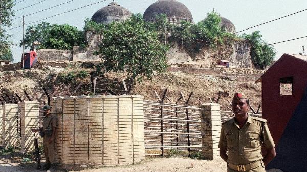 ബാബറി മസ്ജിദ് തകര്ക്കല് കേസില് വിധി അല്പസമയത്തിനകം: കോടതിയില് എത്തിയത് 26 പ്രതികള്