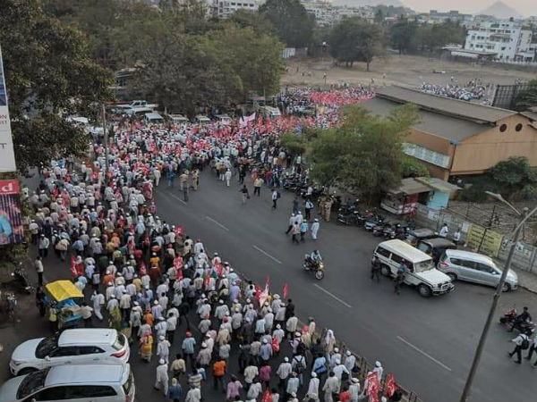 ദില്ലി കർഷക പ്രക്ഷോഭത്തിന് പിന്തുണയുമായി മഹാരാഷ്ട്രയിലെ കർഷകർ, ആയിരങ്ങളുടെ രാജ്ഭവൻ മാർച്ച്