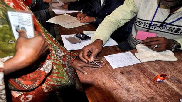 തിരഞ്ഞെടുപ്പ്: എറണാകുളത്തെ എല്ലാ ബൂത്തിലും അടിസ്ഥാന സൗകര്യങ്ങള് ഉറപ്പാക്കുമെന്ന് കളക്ടര്