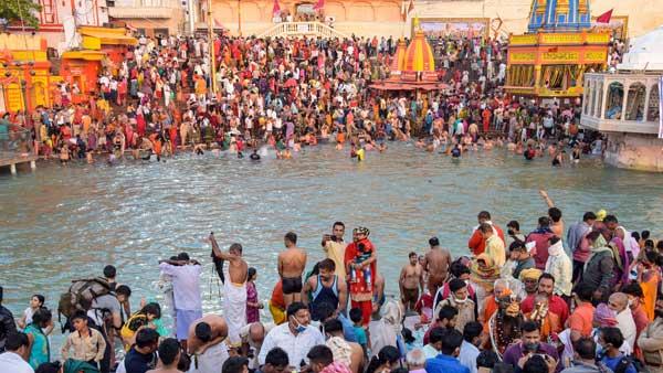 കുംഭമേളയില് പങ്കെടുത്ത 30 സന്ന്യാസിമാര്ക്ക് കൊവിഡ്, 5 ദിനം കൊണ്ട് 2167 രോഗികള്