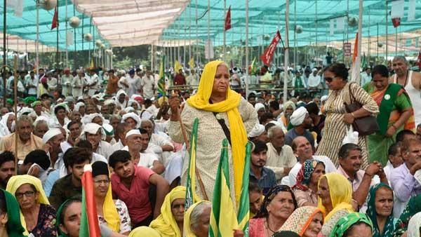 ഹരിയാന സര്ക്കാറിനെ വിറപ്പിച്ച് കര്ഷകര്: കര്ണാലില് ഒത്തുകൂടിയത് പതിനായിരങ്ങള്