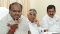 Kumaraswamy Shouted At A Group Of Workers In Raichur
