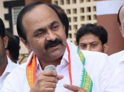 V D Satheesan Criticism Against Senior Congress Leaders