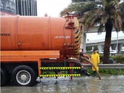 Dubai Municipality Teams Drain Rainwater Record Time