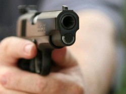 Woman Ran Into Up Police Station Protection Shot Dead