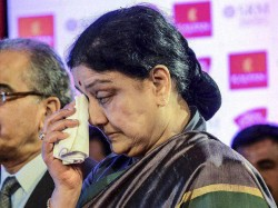With Just 3 Visitors In 14 Days Sasikala Is Ordinary Prisoner
