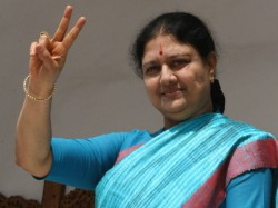 Cachless Bribery In Rk Nagar By Sasikala Faction