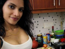 Reshmi Nair Fitting Reply Facebook Profile Picture Comment