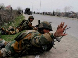 Kashmir Cop Who Fled With Rifles Has Joined Hizbul Mujahidee