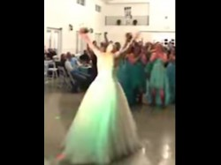 Video Courageous Bride Suffering From Cancer Throws Off Wig During Wedding
