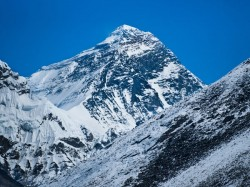 Mountaineers Say A Part Of Mount Everest Has Collapsed Climb May Be More Dangerous