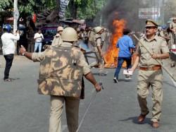 Internet Mobile Service Blocked Uttar Pradesh S Saharanpur Cops Suspended