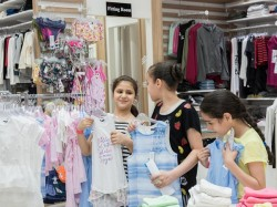 Dubai Outlet Mall Uae Cresent Giving Free Eid Dress Children