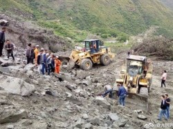 Buried Alive More Than 100 People Feared Dead In China Landslide