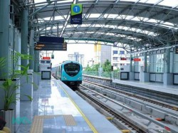Image Of Man Lying In Kochi Metro Train Goes Viral But What Is The Tuth