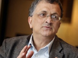 Ramachandra Guha Attacks Sunil Gavaskar Ms Dhoni