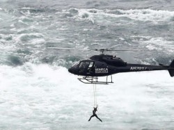 Watch Daredevil Hangs By Her Teeth From Helicopter Over Niagara Falls