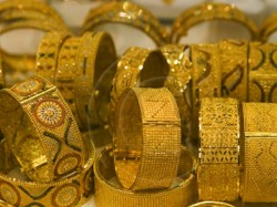 Gold Price Fails Hold Rs 29k Mark Settles At Rs 28 950 Per