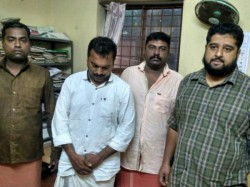 Police Arrested Four Youth With Banned Currency Kannur