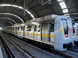 Police Nab Pickpockets On Mumbai Metro