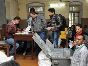 GujaratElection2017: പാട്ടിദാര് വിഭാഗത്തിന്റെ മനസ്സ് നിര്ണായകം, വോട്ടെടുപ്പ് പുരോഗമിക്കുന്നു