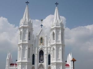 യുവതിയുമായി അവിഹിത ബന്ധം; 5 വൈദികരെ ഓര്ത്തഡോക്സ് സഭ പുറത്താക്കി