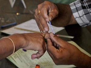 ഉത്തര്പ്രദേശില് മൂന്നാംഘട്ടത്തില് 62 ശതമാനം പോളിങ്; പ്രതീക്ഷയോടെ എസ്പിയും ബിജെപിയും