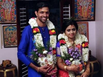 പ്രളയക്കെടുതി:  1500 പേരെ ക്ഷണിച്ച വിവാഹം  വെട്ടിച്ചുരുക്കി 150പേരില് ഒതുക്കി
